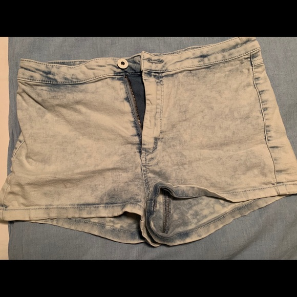 "Divided Pants - ""Acid washed"" Jean shorts, size 6"